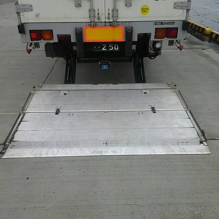15t 中低ASウイングパワーゲート車のゲート部